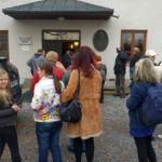Pred vhodom v slovenski gasilski muzej